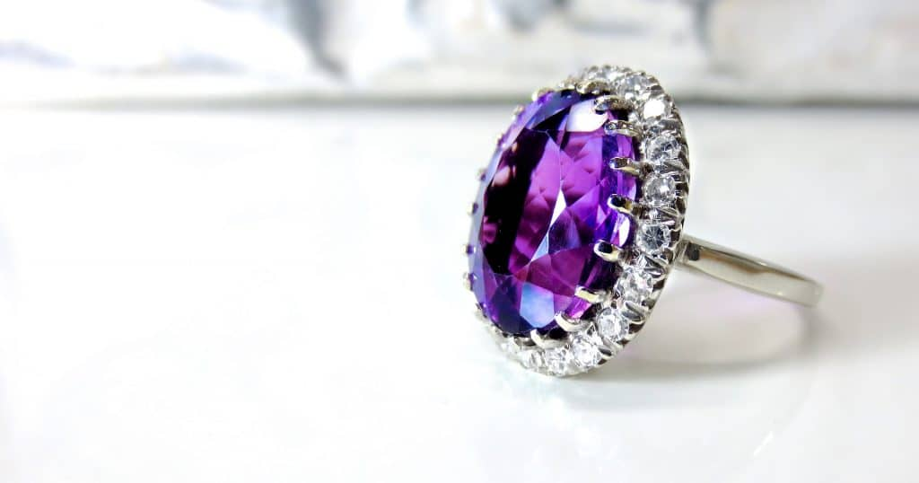 Kekurangan Berinvestasi Emas dalam Bentuk Perhiasan