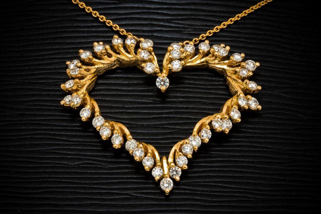 Emas Perhiasan Penyebab Depresi via wikipedia.org
