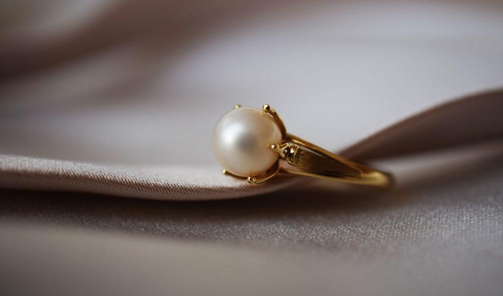 9 Cara Menjual Kembali Emas Perhiasan