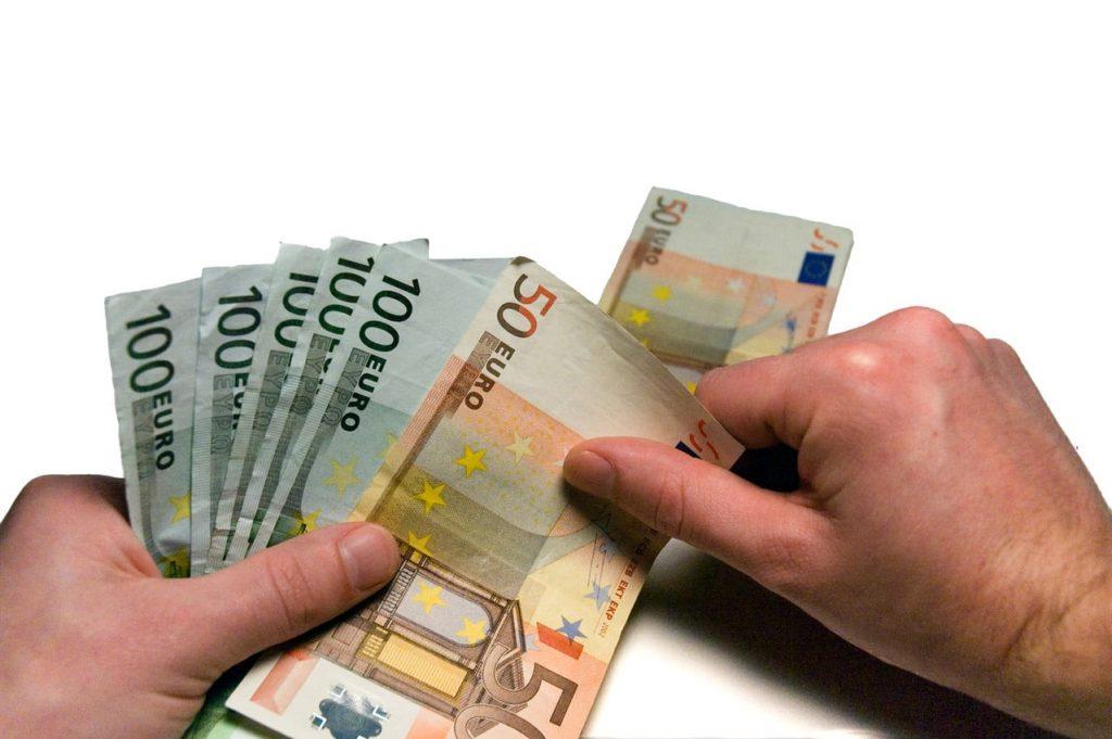 Cara Terlepas Dari Jeratan Hutang Kartu Kredit yang Membelit