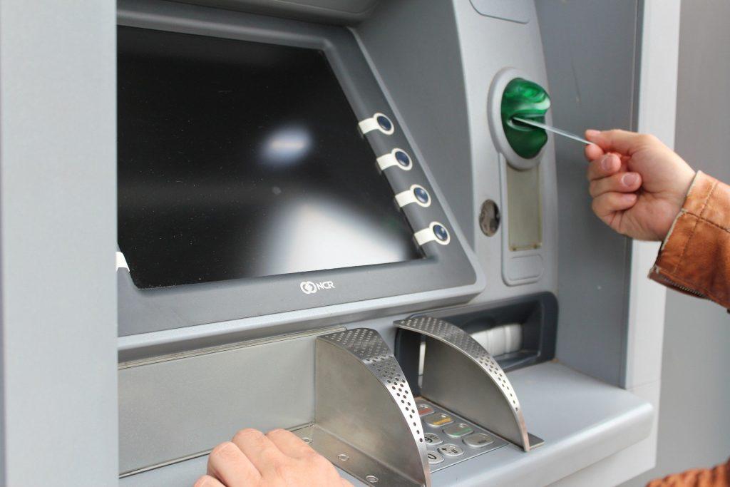 Waspadai Teknik Kejahatan Skimming ATM, Bagi Anda yang Memiliki Kartu Debit Wajib Membaca Artikel Ini