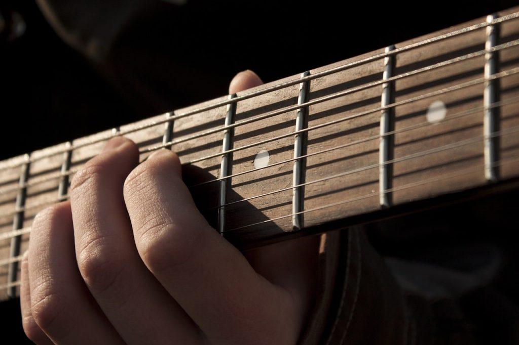 Mudahnya Tuning Gitar dengan Smartphone Android