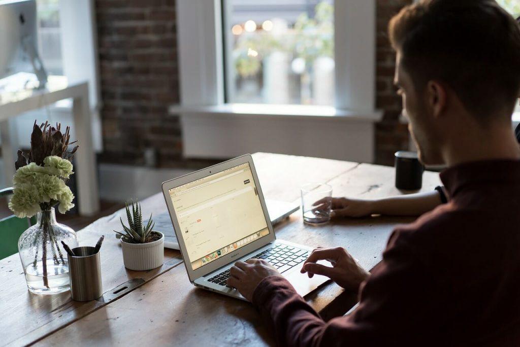 E-banking: Cara Mendapatkan, Kelebihan, Kekurangan, dan Tips dalam Menggunakannya