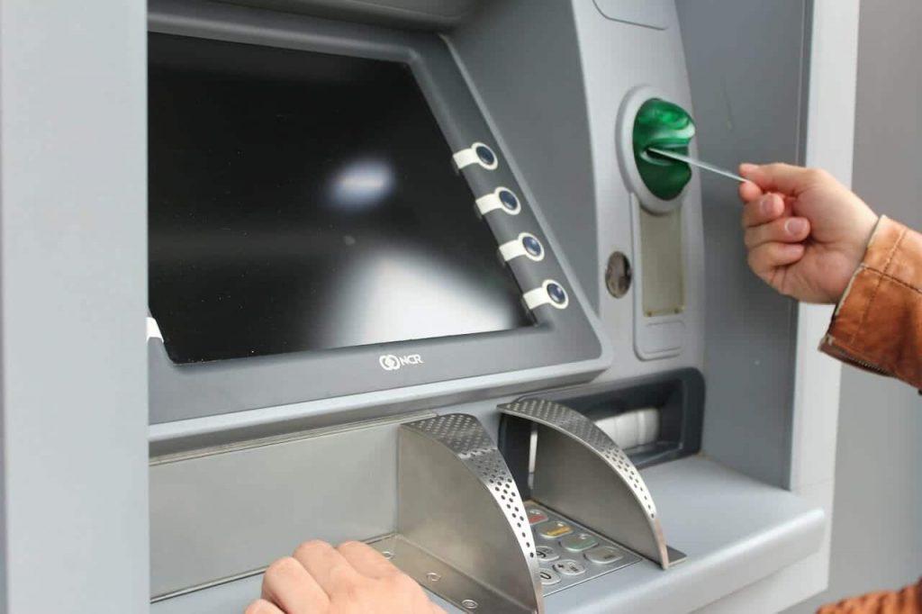 Kartu ATM Tertelan oleh Mesin ATM Ini Solusinya