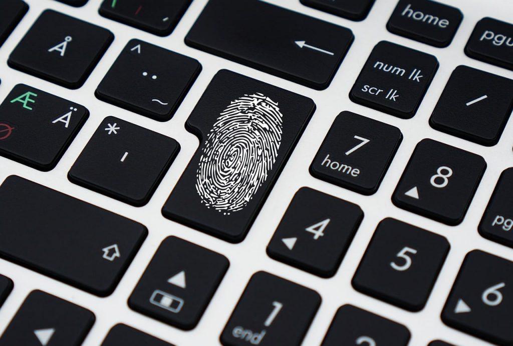 DailyMotion diretas ada setidaknya 85 juta akun berhasil dicuri. Kasus peretasan ini termasuk yang terbesar setelah kasus Dropbox dan Yahoo.