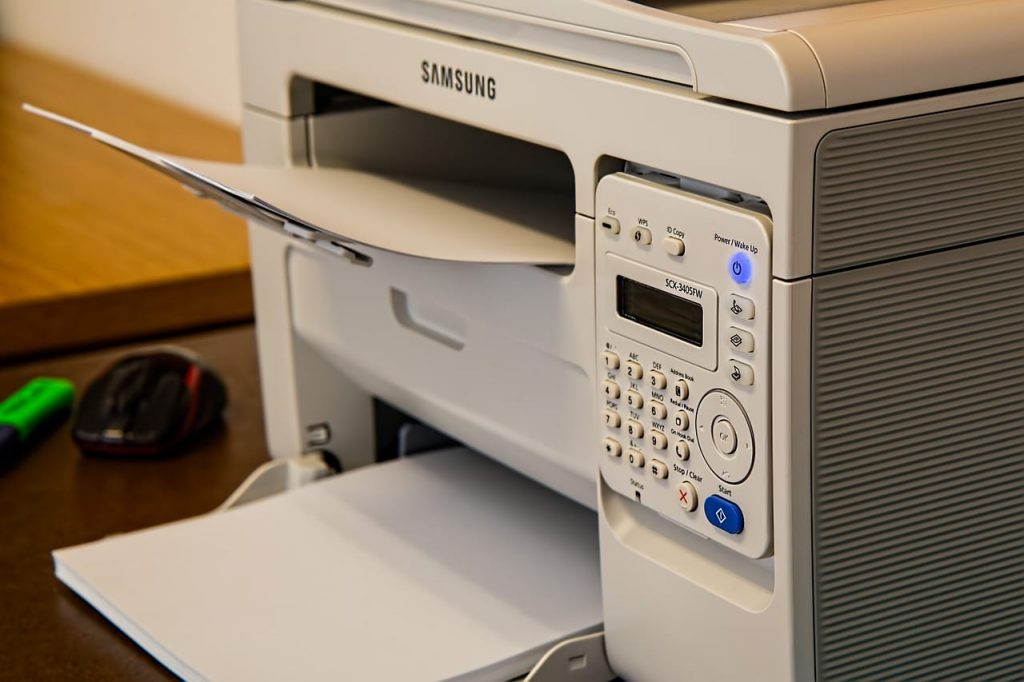 Tidak ingin menyusun ulang hasil print dokumen yang ratusan lembar? Ini ada tips print dokumen agar hasilnya sesuai dengan halamannya langsung.