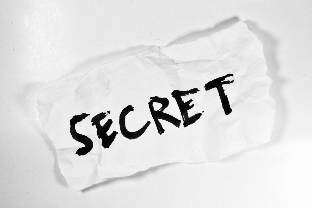 Jangan sembarangan dalam membuat password. Salah dalam proses pembuatannya berakibat fatal pada akun online yang Anda miliki. Segera perbaiki password Anda.