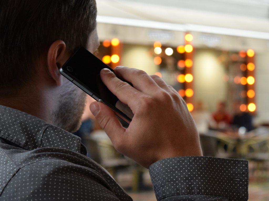 Informasi penting dari percakapan telepon bisa Anda rekam menggunakan aplikasi berikut ini. Tips merekam panggilan telepon di ponsel pintar android.
