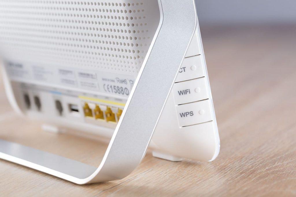 Jika anda ingin mengunakan jaringan 4G tidak harus anda mengganti smartphone anda dengan yang versi lawas. Cukup tambahkan modem 4G saja. Internet jadi lebih cepat dan lancar jaya. Berikut daftar modem 4G-nya untuk anda.