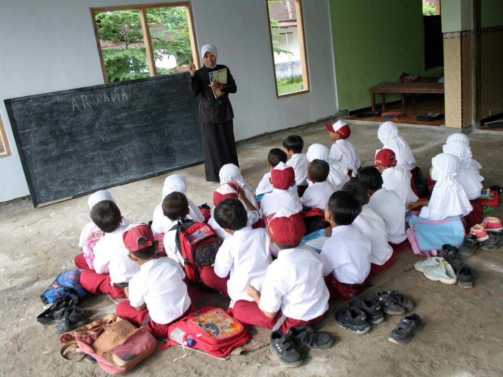 Kaitan antara sekolah dan proses berpikir seseorang via hidayatullah.com
