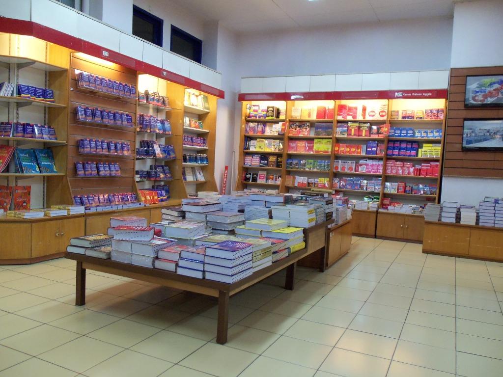 Cari buku-buku tentang hipnosis di Gramedia via dukenmarga.wordpress.com