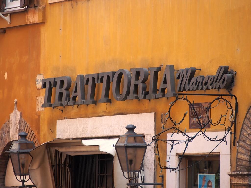 Banyak mahasiswa luar negeri part-time di Restoran loh!