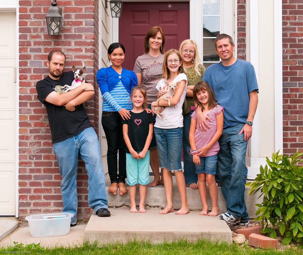 Menjaga silaturahmi dengan keluarga dekat dan jauh