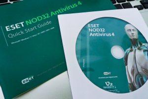Software Antivirus juga perlu diperharui Photo Credit: Yi Shiang via Compfight cc