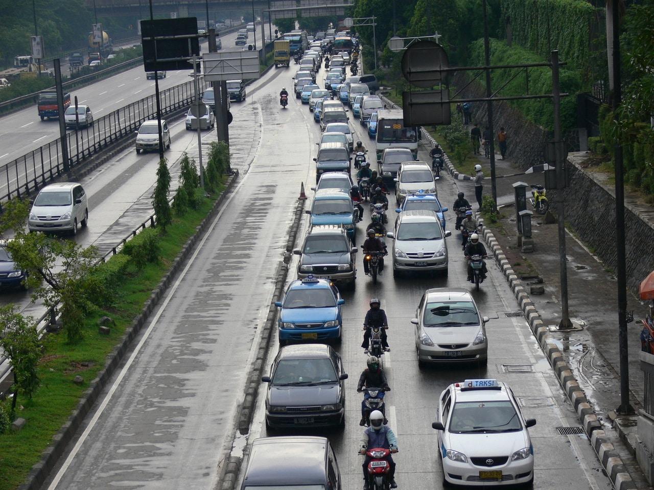 Gambar Ilustrasi: Di dubaik mereka yang mau pindah ke transportasi umum dari kendaraan pribadi bisa mendapatkan hadiah 4Kg Emas!