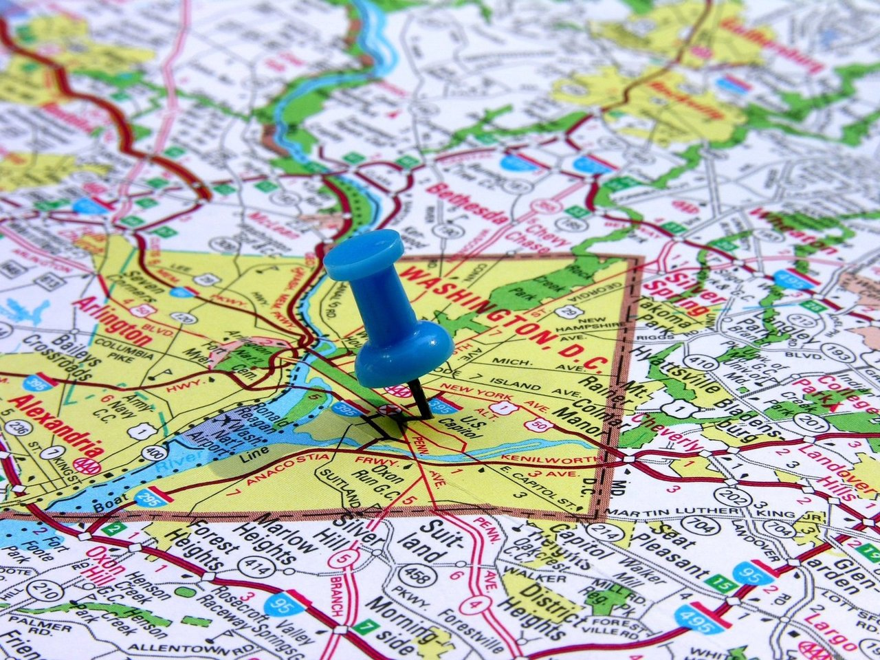 Pilihlah lokasi COD yang strategis, mudah terjangkau, dan dilewati oleh transportasi umum