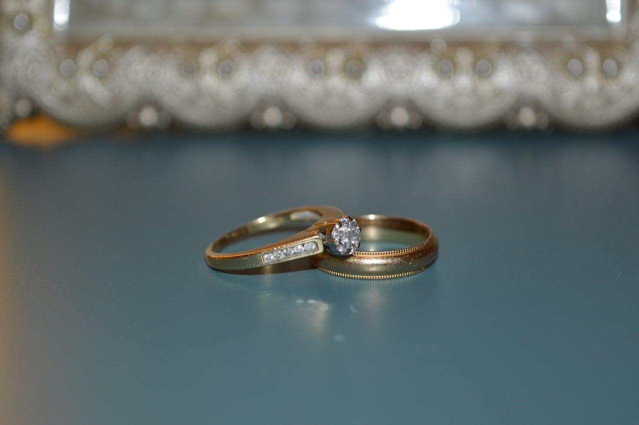 Membersihkan Perhiasan Emas bisa juga dengan Peralatan yang Sederhana