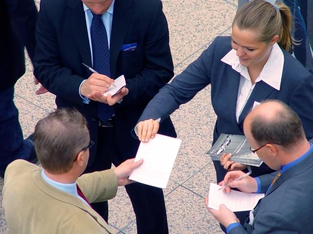 Bisnis bersama teman itu tidak boleh ada kata ga enakan ketika proses evaluasi diri dan tim