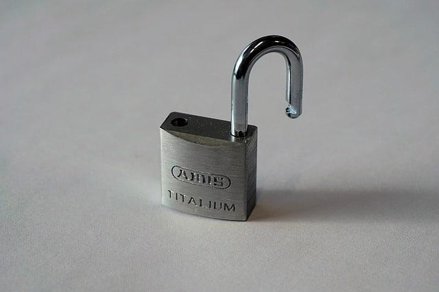 Verifikasi dua langkah saat ini menjadi penting, mengingat dapat meminimalisir pencurian password melalui keylogger dan phising