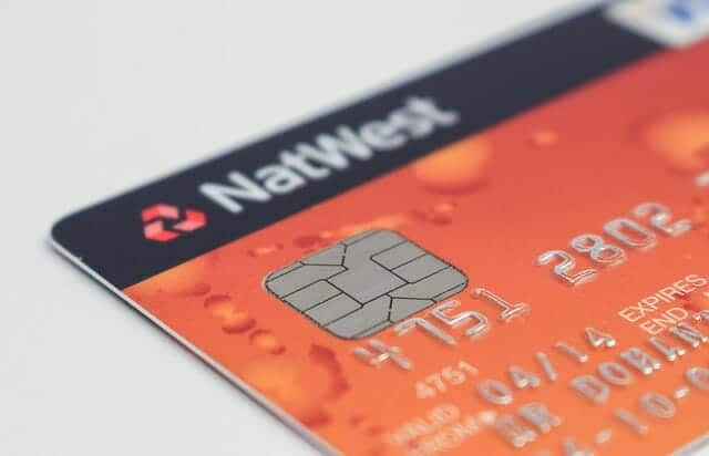 Apakah Anda harus menggunakan kartu debit pada rekening bersama (tabungan joint account)