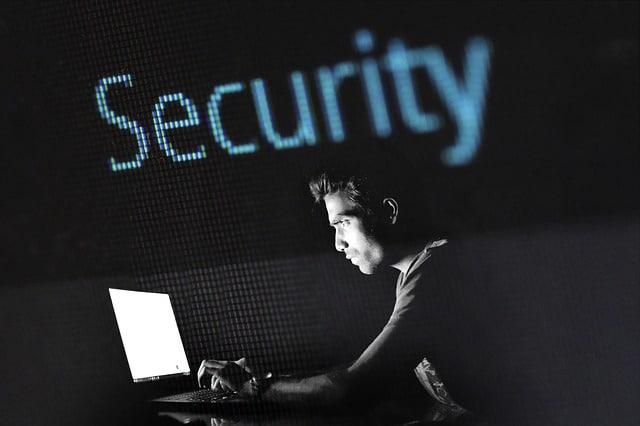 Anda bisa menggunakan VPN untuk melindungi data-data penting yang bersifat rahasia dari penyadapan
