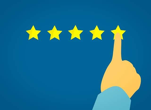 Pilih perusahaan hosting dengan reputasi dan review pelanggan yang terbaik atau banyak yang puas