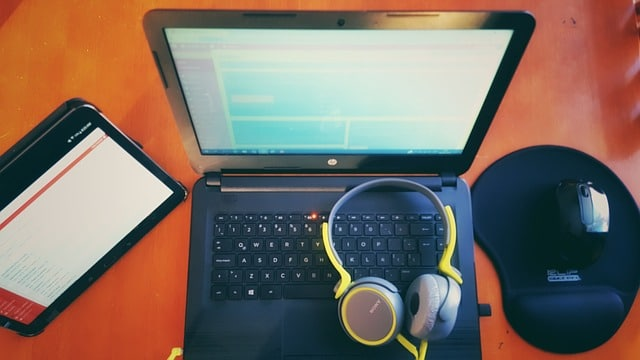Pilih tema wordpress yang menarik, cepat, dan memiliki kodingan yang rapih dan bagus