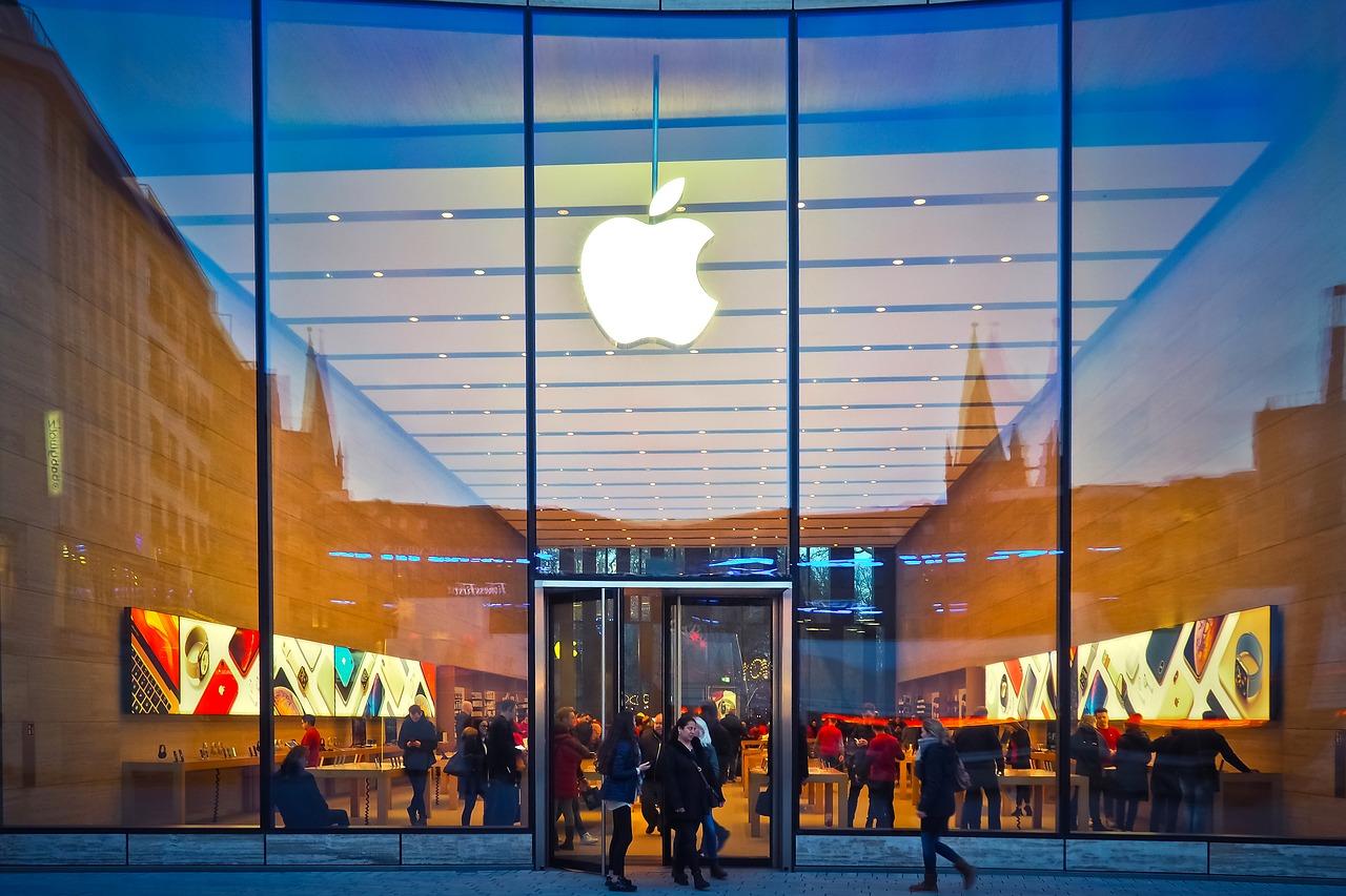 Tempat COD terbaik yaitu di Mall, sekalian kamu bisa cari macbook preloved di toko komputer yang lain